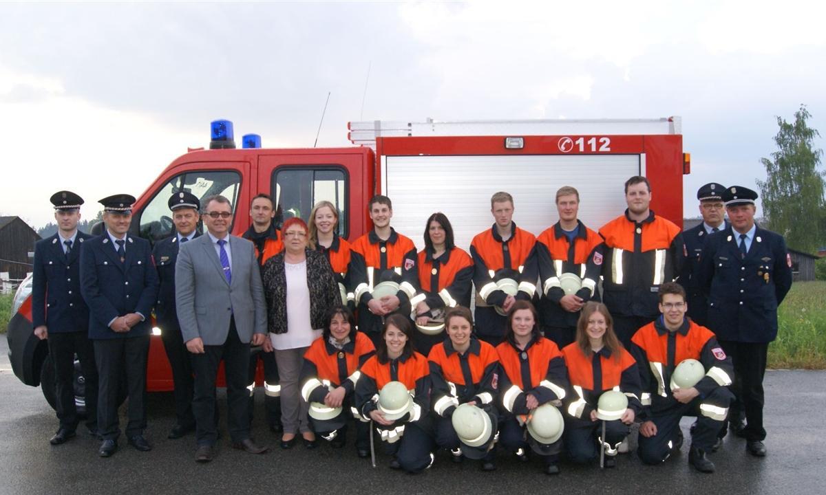 Gruppenbild der Löschgruppe von der Feuerwehr Döllwang beim Leistungsabzeichen 2016.